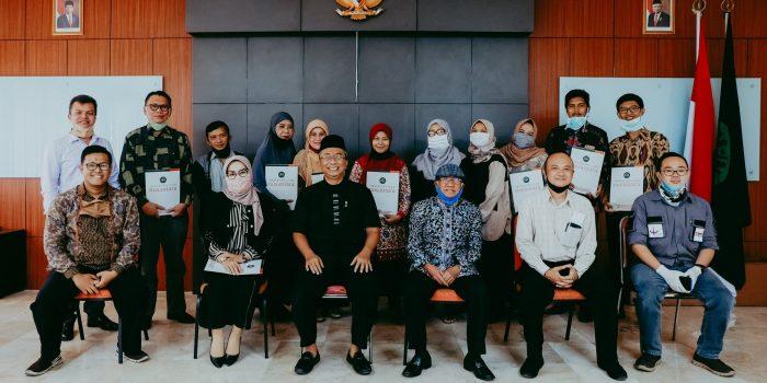 Penyerahan SK Jabatan Fungsional Akademik Dosen & Impasing Dari LLDIKTI IV