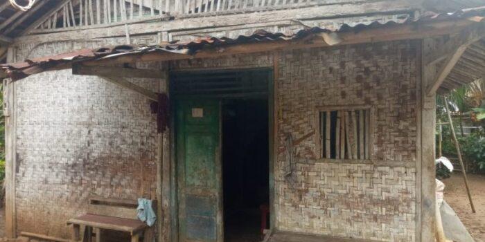 Rumah Mbah Poniyah Hampir Roboh, NU Care Cilacap Bantu Renovasi