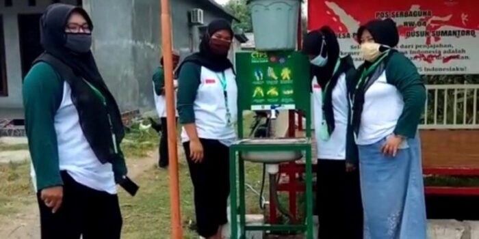 LPBINU Kota Kediri Dan Sidoarjo Bagikan Tempat Cuci Tangan Dan Pengukur Suhu