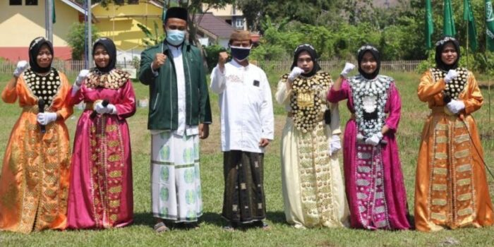 Aksi Teaterikal Santriwati Kenakan Baju Adat Meriahkan Hari Santri Di Pahuwato
