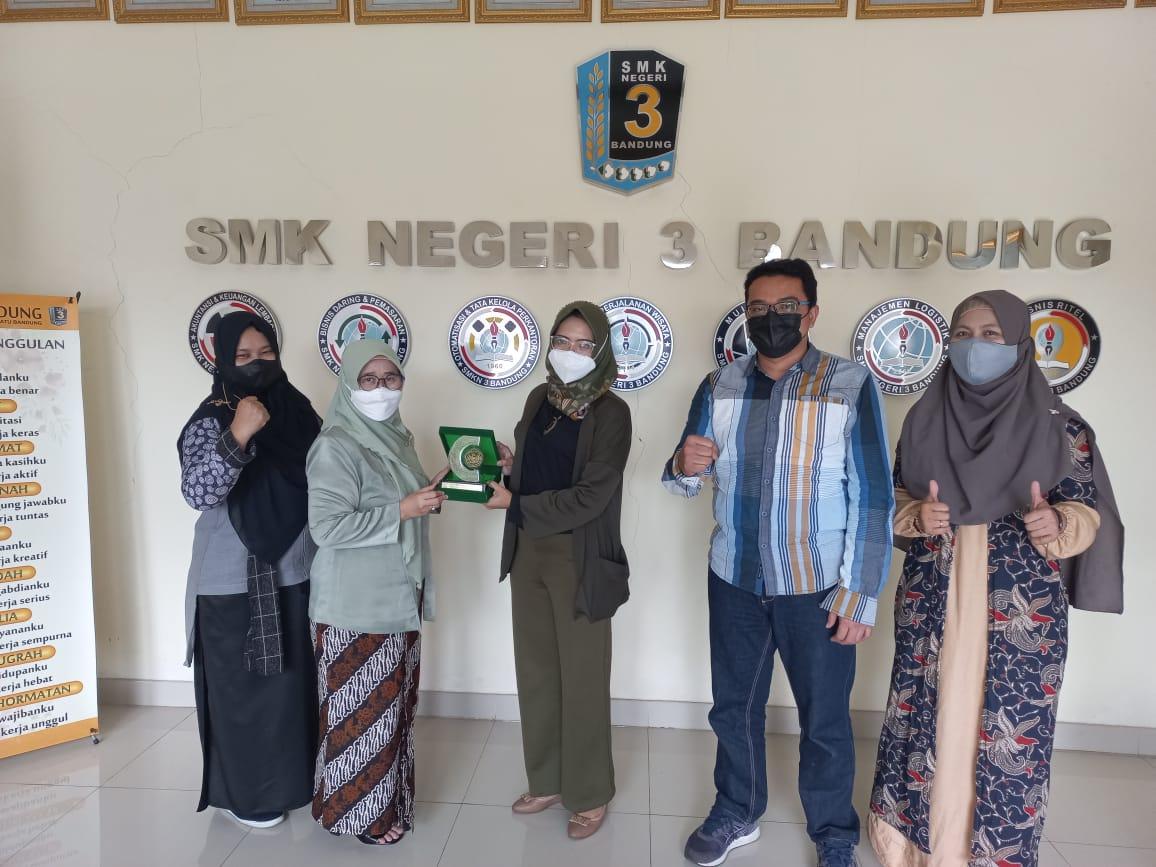 Fakultas Teknik UNINUS Melakukan Penandatanganan Perjanjian Kerja Sama Dengan SMKN 3 Bandung